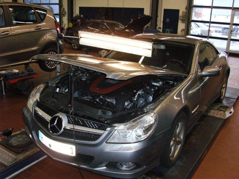 kleine Delle Mercedes SL Motorhaube front
